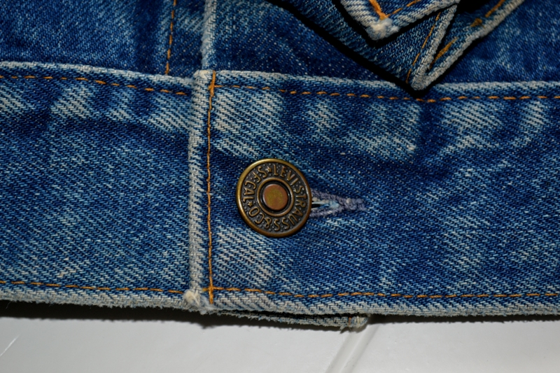 Levi's Jeans long john blog big e red tab 1970 vintage patched patches made in macau white label button 350 digits blue worn-out usa levi strauss trucker jacket type 3  (1)