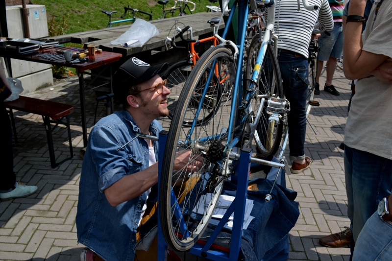The denim run eindhoven holland long john blog wing mok emiel gerardu south of holland bikers bicycle customized fixies ketelhuis bbq strijp-s part 2 second edition wheels denim people denimheads blue raw rigid  ( (10)