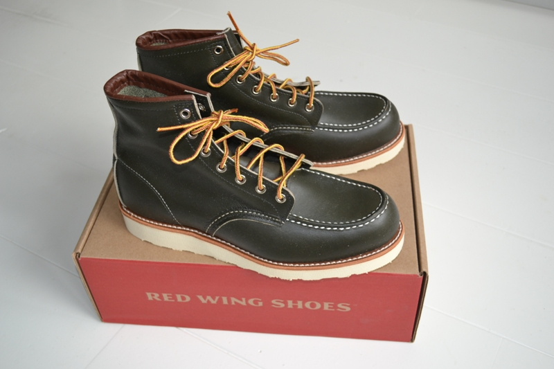 The-original-Red-Wing-888-next-to-the-new-Red-Wing-8180-Kangatan long john blog usa made goodyear welted construction workwear moc toe 1905 golden brown laces white sole army green kickers japan  (2)