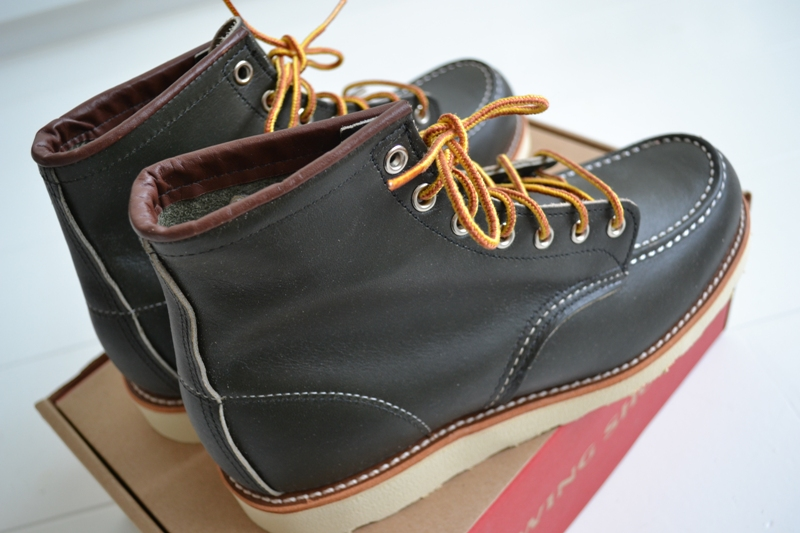 The-original-Red-Wing-888-next-to-the-new-Red-Wing-8180-Kangatan long john blog usa made goodyear welted construction workwear moc toe 1905 golden brown laces white sole army green kickers japan  (7)