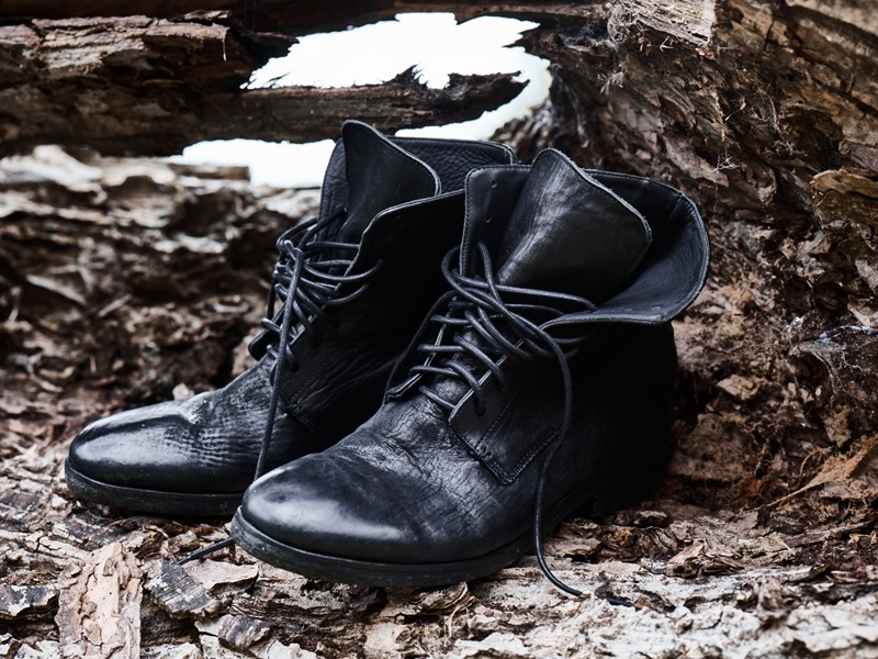 blue-de-genes-lookbook-winter-fall-2016-long-john-jeans-denim-photography-photos-photo-styling-clothing-jeans-denim-blouse-knitwear-denmark-genua-4-shoes-footwear-6