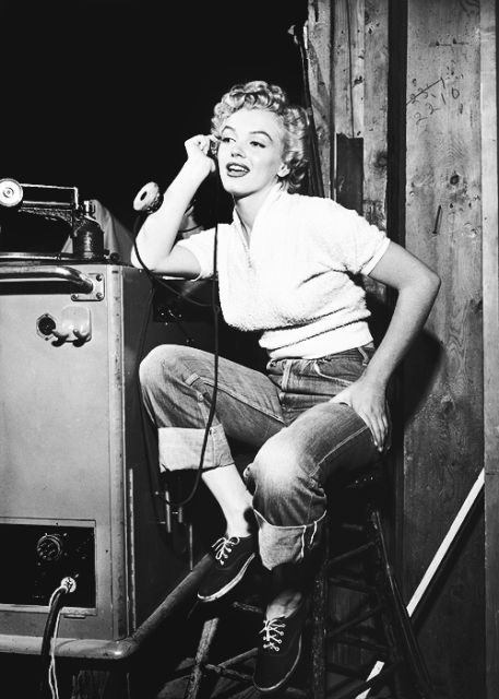 denim icons long john blog elvis presley rock and roll music marlyn monroe actrice usa fifties jeans jean shrink to fit levi's lee jeans storm riders white shirt classic pics (1)