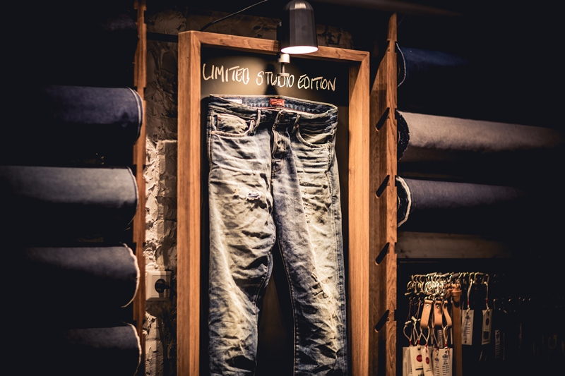 jeans-intelligence-studio-tilburg-long-john-blog-store-jeans-denim-jack-and-jones-menswear-blue-indigo-december-2016-opening-open-heuvelstraat-music-food-drinks-17