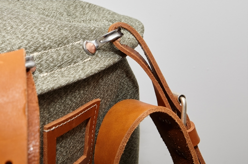 nigel-cabourn-atelier-de-larmee-bag-bagpack-long-john-blog-2016-limited-edition-special-army-military-green-leather-amsterdam-uk-cognac-7