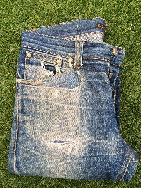 nudie jeans grim tim dry dirt organic jeremy van lieshout long john blog worn-out wornout faded denim sweden den haag nl holland blue indigo fade of the day selvage (6)