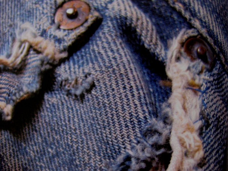 piero turk long john blog details book a life with denim italy jeans denim selvage buttons fabric close-up blue worn-out tear designer consultant manic monkeys (1)