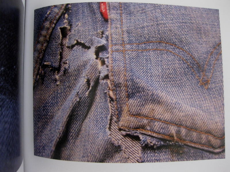piero turk long john blog details book a life with denim italy jeans denim selvage buttons fabric close-up blue worn-out tear designer consultant manic monkeys (15)