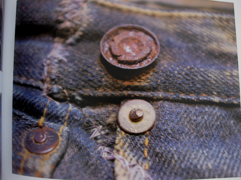 piero turk long john blog details book a life with denim italy jeans denim selvage buttons fabric close-up blue worn-out tear designer consultant manic monkeys (8)