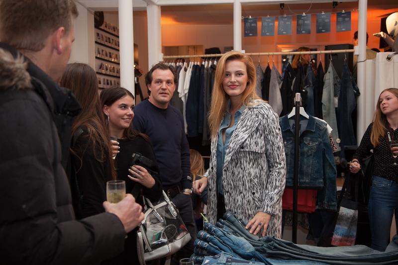 sOliver Oliver long john blog clothing germany hartenstraat amsterdam nl holland jeans denim workshop presentatie lecture fred van leer styling stylist blogger event bloggers blauw blue pop-up store (14)
