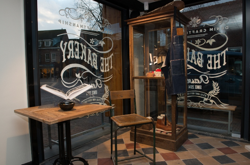 the bakery long jonh blog store shop blue jeans denim bread brood reusel holland redwing denham koi kings of indigo bakkersstraat opening 2015 open nieuw new indigo fresh vers (18)