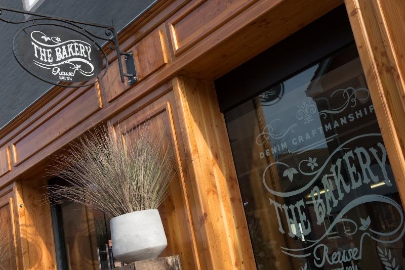 the bakery long jonh blog store shop blue jeans denim bread brood reusel holland redwing denham koi kings of indigo bakkersstraat opening 2015 open nieuw new indigo fresh vers (4)