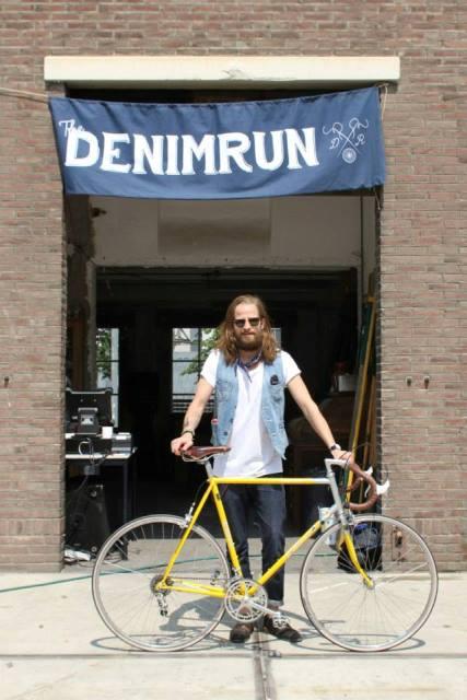 the denim run eindhoven long john blog wing mok emiel gerardu bicycle fietsen denim jeans strijp-s amsterdam 2015 15 event special drinks festival bikes blauw blue indigo (4)