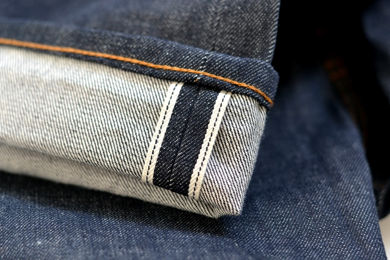brave star denim jeans long john blog blue raw rigid unwashed selvage selvedge buttons 5 pocket rigid usa cone mills fabric usa made handmade blauw spijkerbroek review leather patch chainstitch indigo (14)