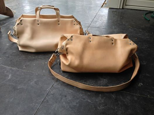 butts and shoulders ontour long john blog natural tanned leather ageing travel bag worker post made in holland limit special edition wouter munnichs nl (5)