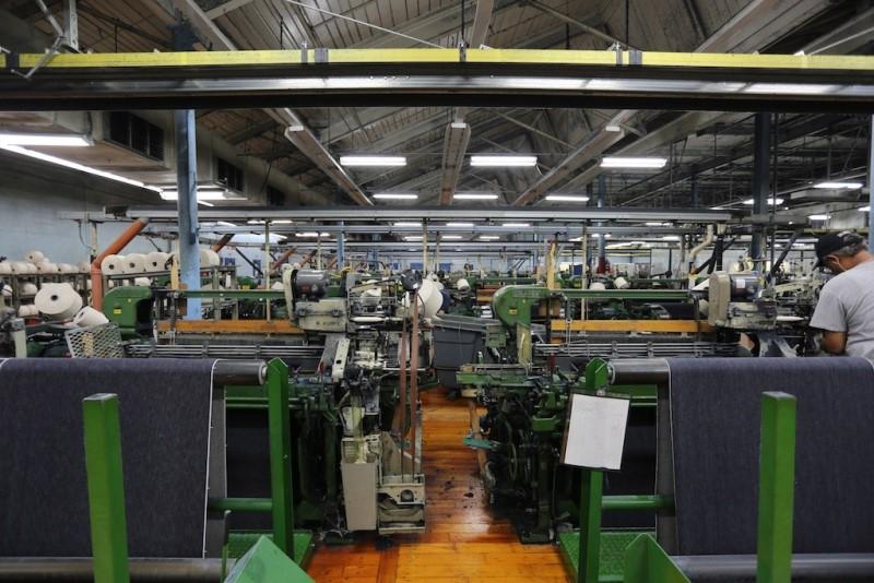 cone mills usa levis levi strauss the golden handshake long john blog jeans denim blue usa us mill celebration indigo factory fabriek hand made authentic white oak (4)