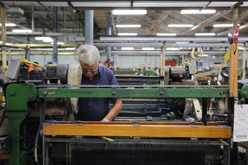 cone mills usa levis levi strauss the golden handshake long john blog jeans denim blue usa us mill celebration indigo factory fabriek hand made authentic white oak (8)