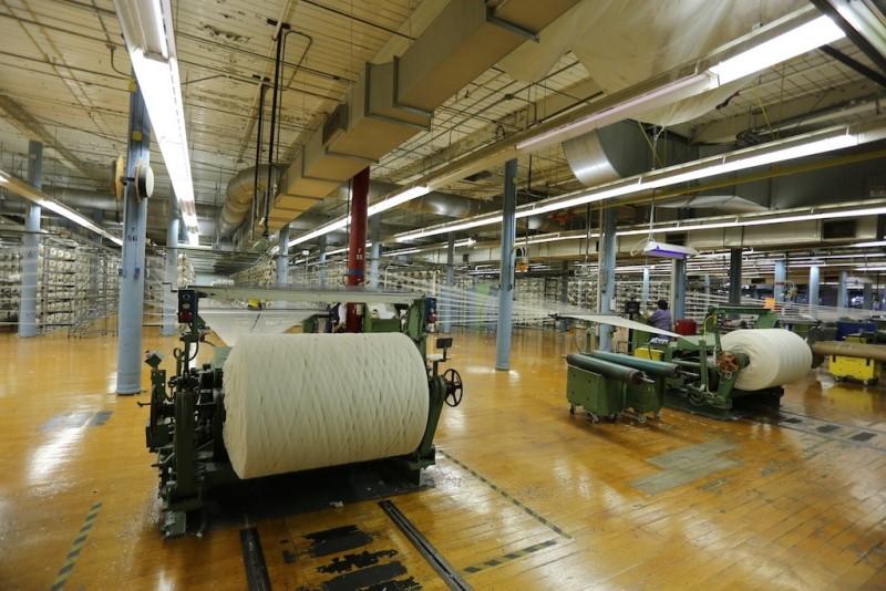 cone mills usa levis levi strauss the golden handshake long john blog jeans denim blue usa us mill celebration indigo factory fabriek hand made authentic white oak (9)
