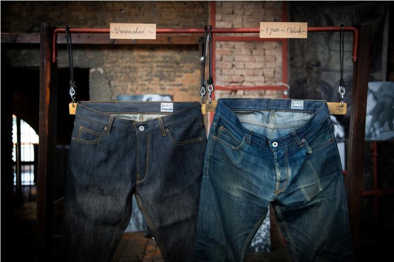 denim boulevard milan 2014 italy long john blog antonio di battista blue blanket jeans expo exhibition event pierro turk piero turk jeans selvage old shuttle looms toyoda second edition worn-out items blue ( (6)