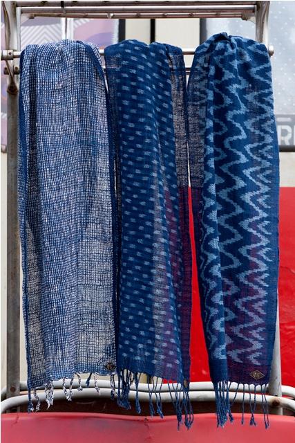 indigo People long john blog scarfs spring 2015 collection indigo natural authentic blue weaving dying dyeing dipped natuurlijk gedipt blauw geweven thailand india handgeweven  (10)