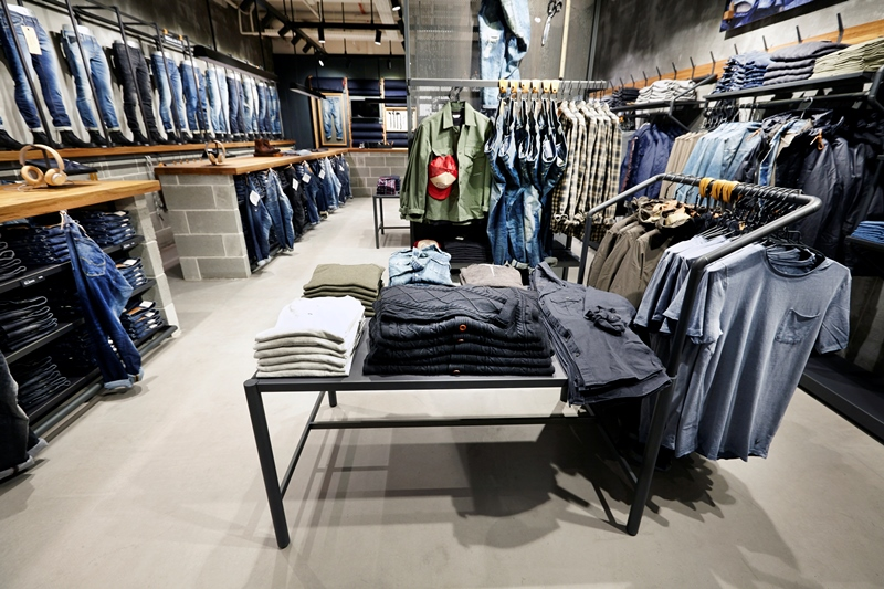 jack-and-jones-long-john-blog-jeans-intelligence-studio-salzburg-store-shop-austria-denim-jeans-new-2016-fall-winter-concept-blue-indigo-spijkerbroek-bestseller-9