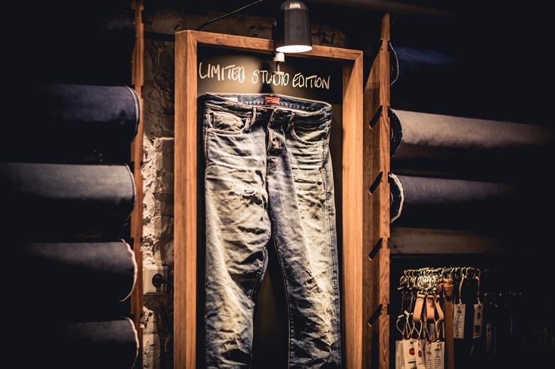 jeans-intelligence-studio-tilburg-long-john-blog-store-jeans-denim-jack-and-jones-menswear-blue-indigo-december-2016-opening-open-heuvelstraat-music-food-drinks-17