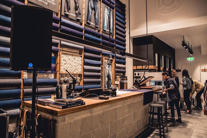 jeans-intelligence-studio-tilburg-long-john-blog-store-jeans-denim-jack-and-jones-menswear-blue-indigo-december-2016-opening-open-heuvelstraat-music-food-drinks-25