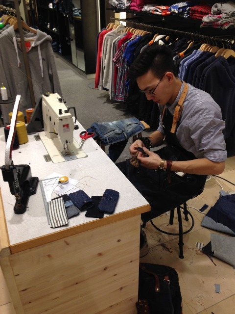 koi kings of indigo long john blog tony tonnaer jeans denim bijenkorf shop store event repair kit 2014 special handmade jean school amsterdam handmade rigid selvage (5)