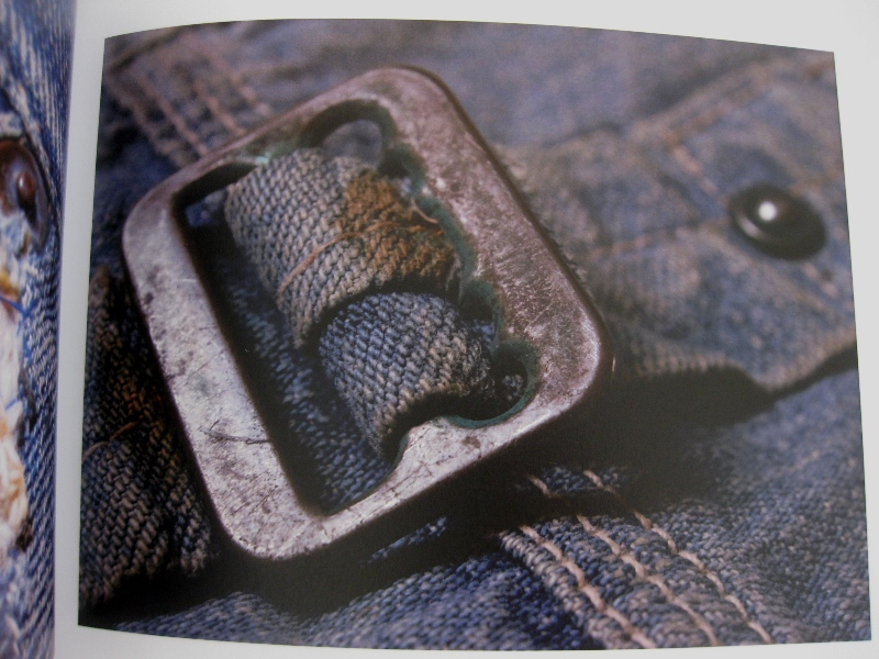 piero turk long john blog details book a life with denim italy jeans denim selvage buttons fabric close-up blue worn-out tear designer consultant manic monkeys (10)