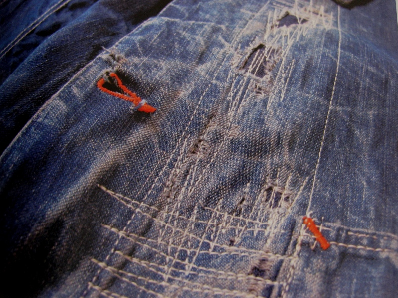 piero turk long john blog details book a life with denim italy jeans denim selvage buttons fabric close-up blue worn-out tear designer consultant manic monkeys (20)