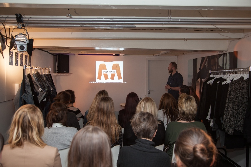 sOliver Oliver long john blog clothing germany hartenstraat amsterdam nl holland jeans denim workshop presentatie lecture fred van leer styling stylist blogger event bloggers blauw blue pop-up store (10)