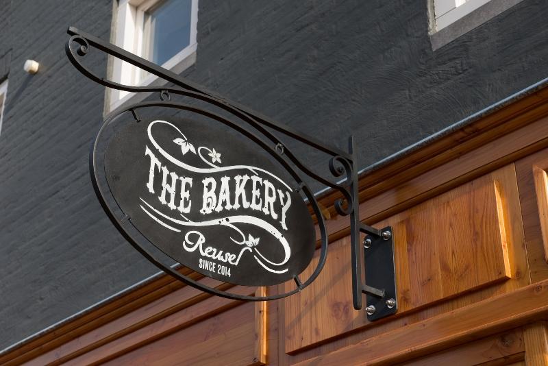 the bakery long jonh blog store shop blue jeans denim bread brood reusel holland redwing denham koi kings of indigo bakkersstraat opening 2015 open nieuw new indigo fresh vers (3)