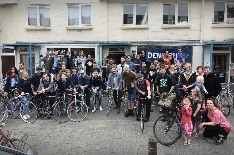 the-denim-run-long-john-blog-jeans-denimride-bikes-bicycle-eindhoven-nederland-the-netherlands-blue-indigo-2016-part-4-wing-mok-emiel-gerardu-het-verzet-wielerhuis-19