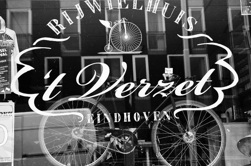 the-denim-run-long-john-blog-jeans-denimride-bikes-bicycle-eindhoven-nederland-the-netherlands-blue-indigo-2016-part-4-wing-mok-emiel-gerardu-het-verzet-wielerhuis-3