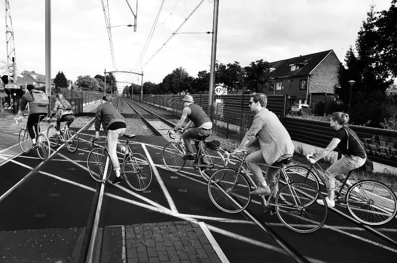 the-denim-run-long-john-blog-jeans-denimride-bikes-bicycle-eindhoven-nederland-the-netherlands-blue-indigo-2016-part-4-wing-mok-emiel-gerardu-het-verzet-wielerhuis-4